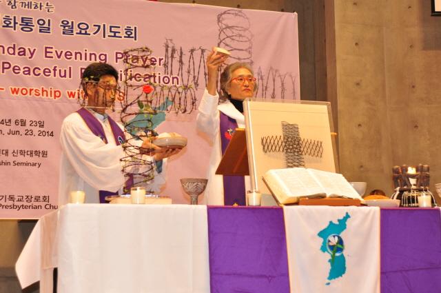 a DSC_9029 성찬-김연심 목사.JPG